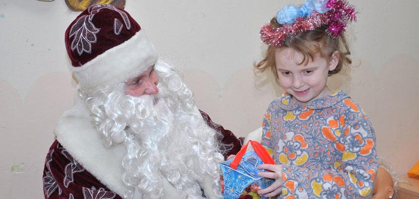 Депутаты Госсовета Удмуртии борются за новогодние подарки для детей-сирот