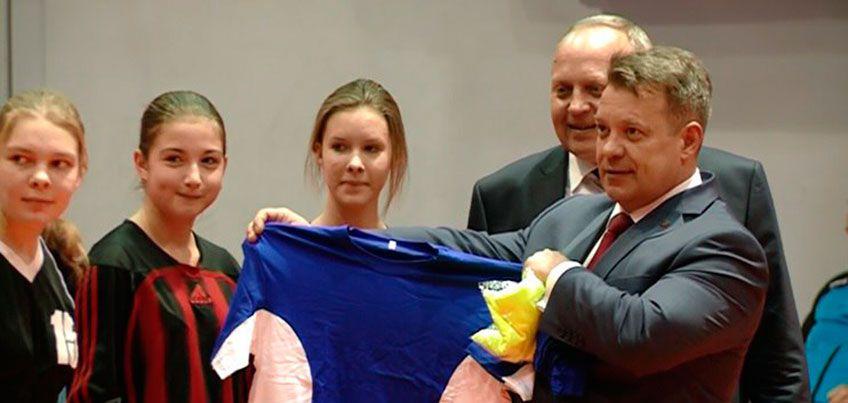 Гандбол на подъеме: две школы Ижевска получили спортивную форму и инвентарь от Олимпийского комитета России