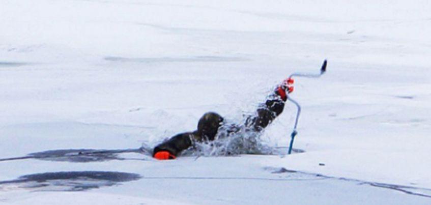Провалившегося под лед рыбака спасли в Воткинске