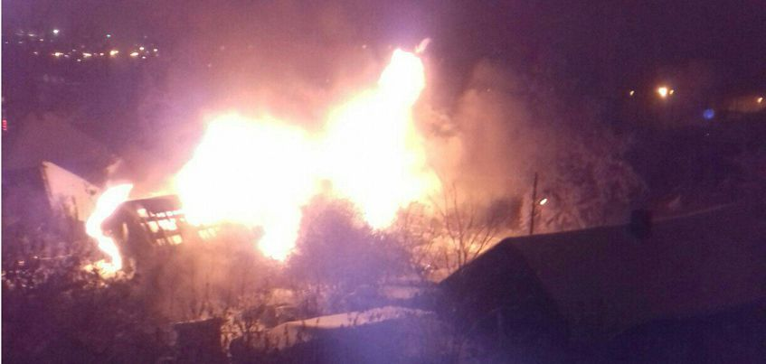 В Ижевске на улице Красной загорелся  частный дом