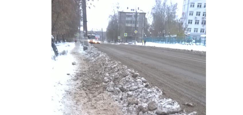 Фотофакт: жители Ижевска возмущаются из-за нечищеных тротуаров на улице 30 лет Победы