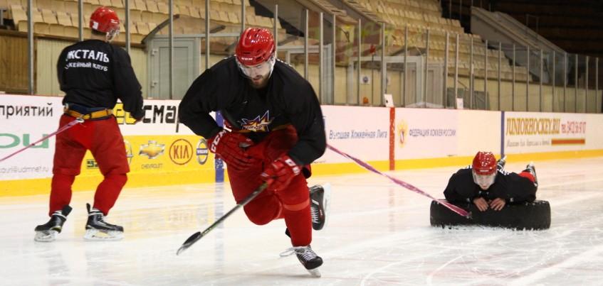 10 фото с закрытой тренировки хоккеистов «Ижстали»