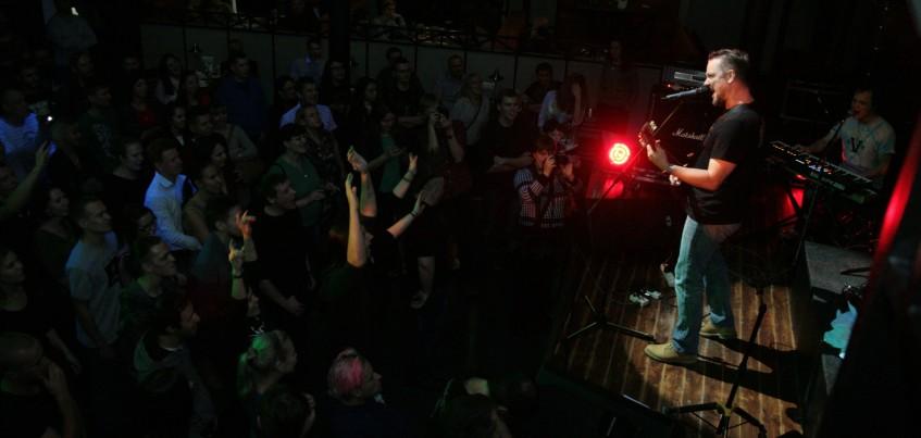 На концерте Александр Пушной исполнил песню вместе с ижевчанином в инвалидном кресле
