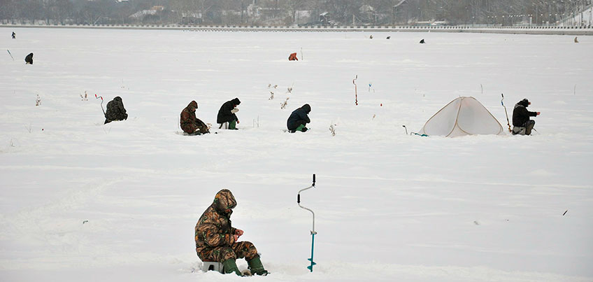 Спасатели Ижевска предупредили, что лед станет крепким только через 2-3 недели