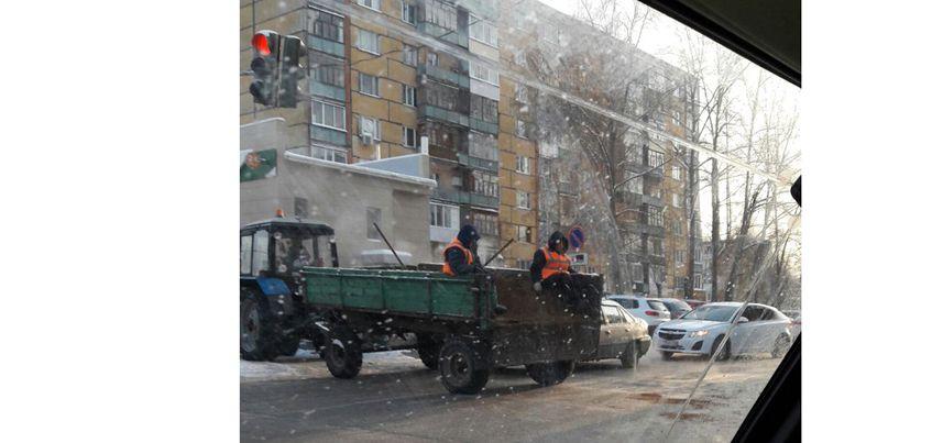 Фотофакт: ижевчане удивились новому способу посыпки дорог