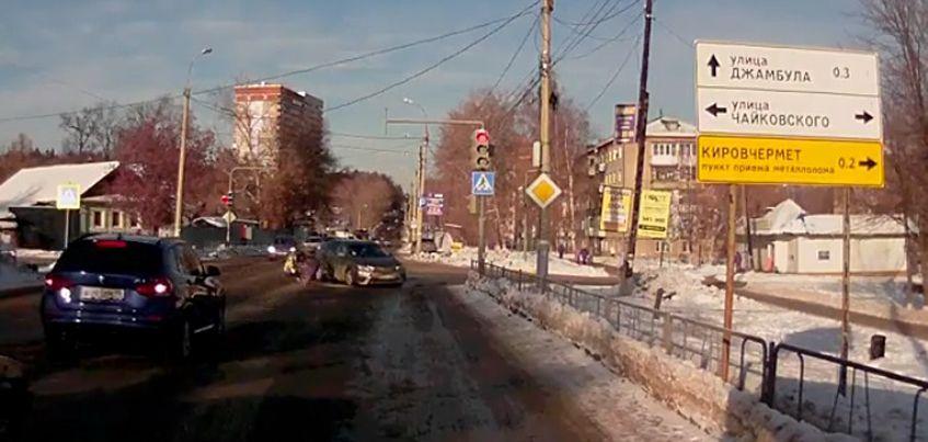 Видео: в Ижевске очевидцы ДТП не помогли мужчине, которого сбил пьяный автомобилист