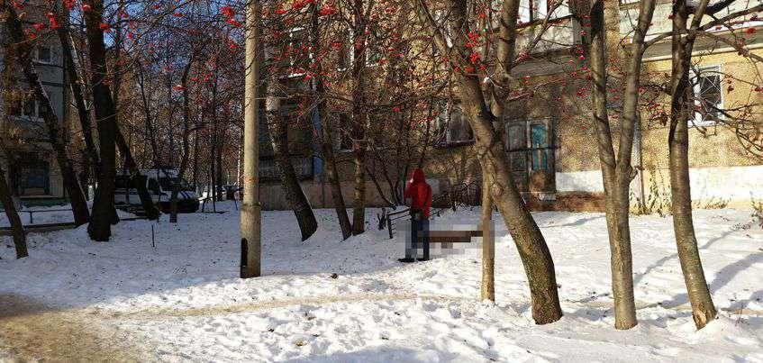 Следователи выясняют, что произошло с девушкой, выпавшей из окна дома на улице Труда в Ижевске