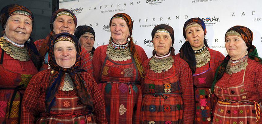 Ижевчане обсуждают клипы, которые выпустили два разных коллектива «Бурановских бабушек»