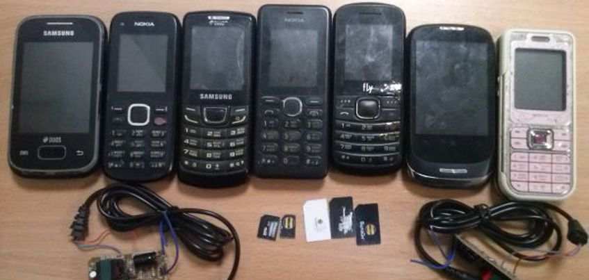 В Удмуртии семь сотовых телефонов пытались провезти в одну из колоний