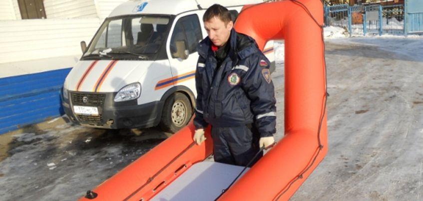 Новую лодку для спасения людей на тонком льду получили в Удмуртии