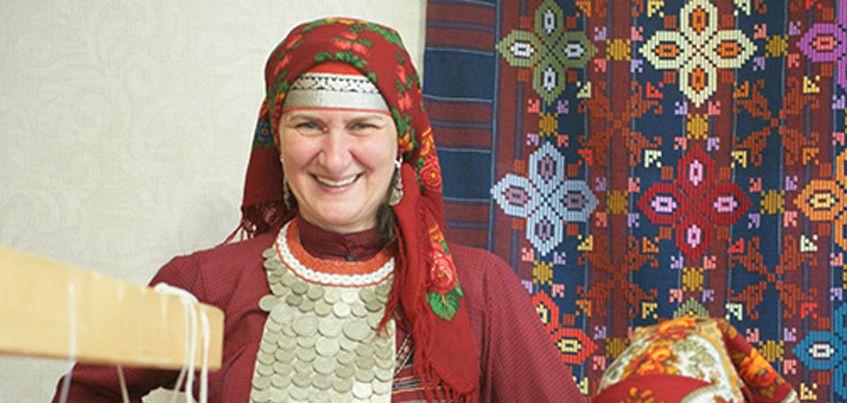 В Ижевске открылась выставка, посвященная удмуртской женщине-матери