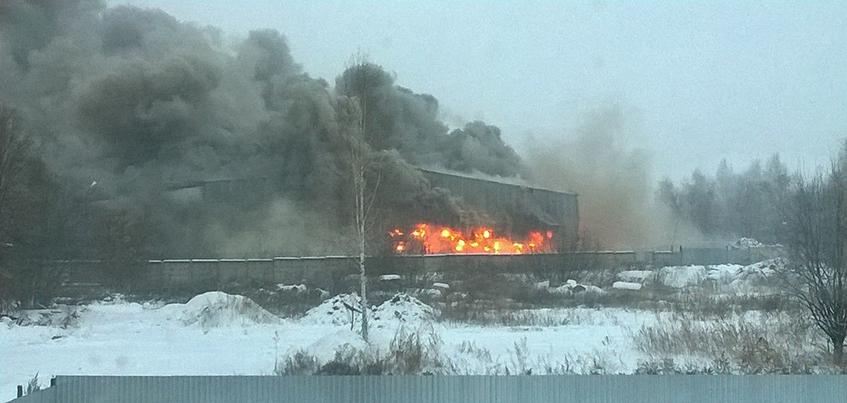 В Ижевске загорелся склад на Воткинском шоссе