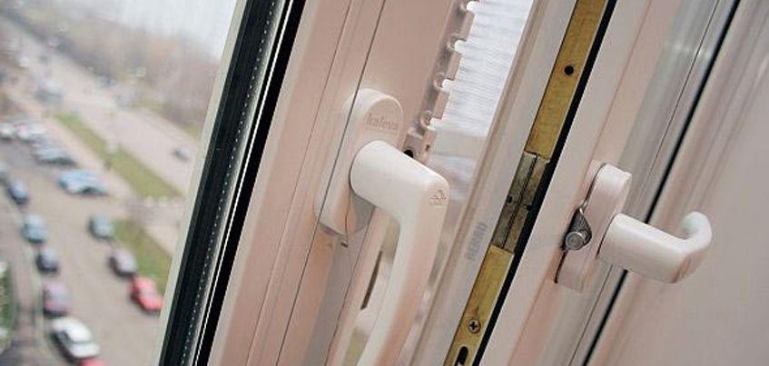 В Ижевске из окна многоэтажки  выпала молодая девушка