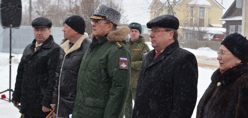 В Удмуртии открыли памятник ликвидаторам аварии на Чернобыльской АЭС, которые строили саркофаг