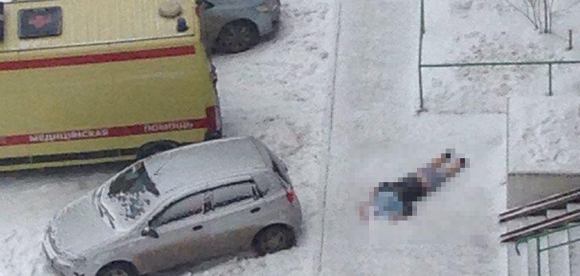 В Ижевске на улице Льва Толстого из окна многоэтажки выпал мужчина