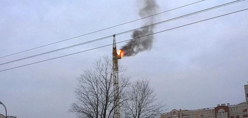 В Ижевске на улице Кунгурцева загорелся башенный кран