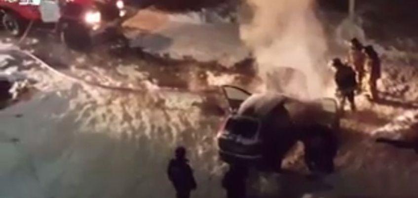 В Можге во дворе жилого дома загорелся автомобиль