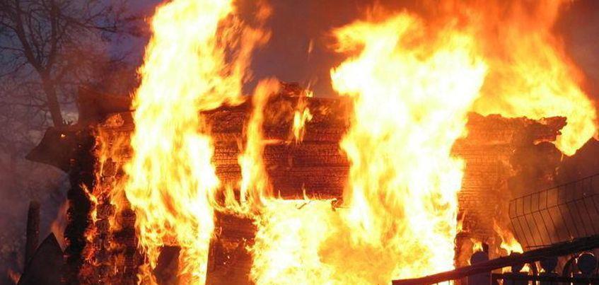 В Удмуртии полностью сгорел садовый дом и баня