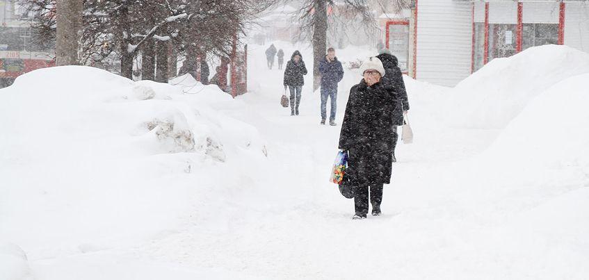 Снегопад в Ижевске: множество ДТП и пробки на дорогах