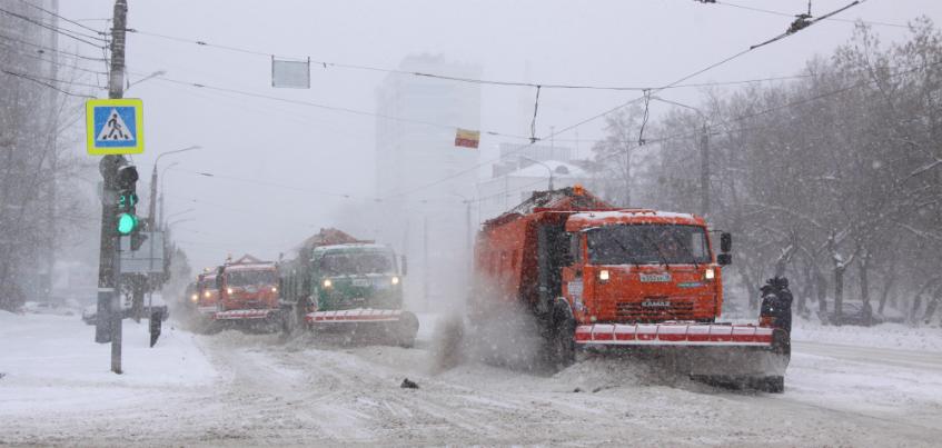 Город в цифрах: сколько снега ежедневно убирают с улиц Ижевска и что находят в сугробах чаще всего