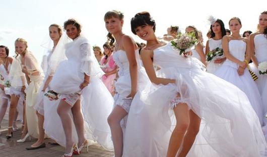 На Марафоне невест ижевчанки пробегут в галошах