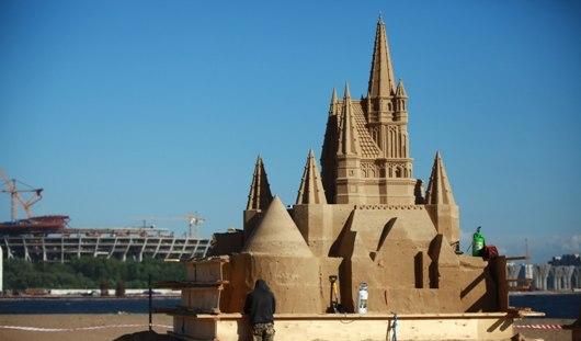 Братья из Ижевска построили в Санкт-Петербурге 7-метровые песочные фигуры