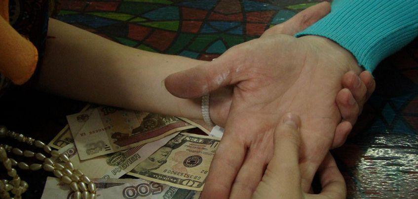 В Ижевске пенсионерка отдала 245 тысяч рублей мошеннице, чтобы избавиться от порчи