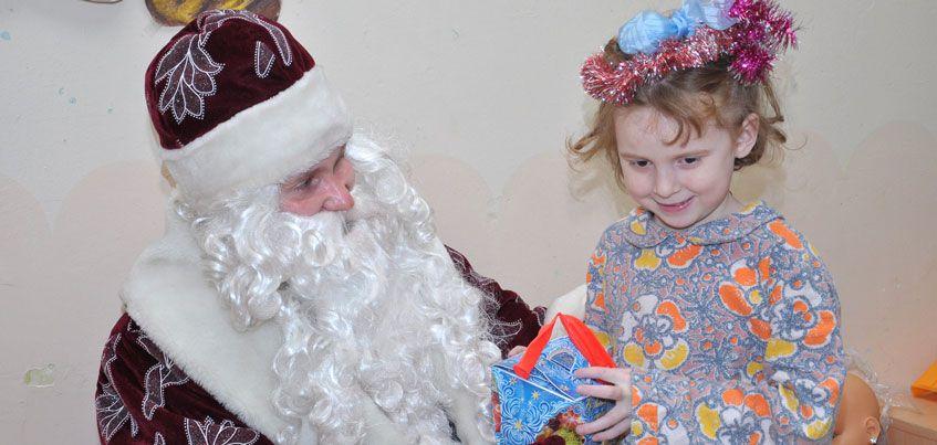На новогодние подарки детям-сиротам в 2017 году Удмуртия сможет выделить 7,7 млн рублей
