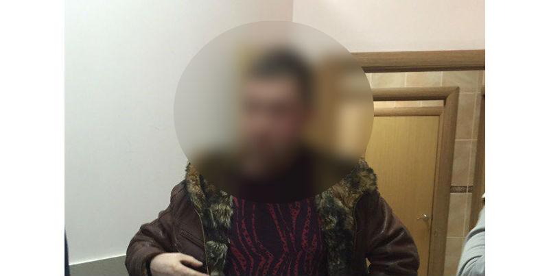 Ижевчанин снимал девушек в туалете торгового центра на телефон