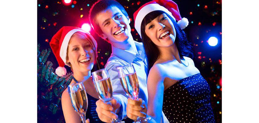 Расскажи новогоднюю историю и выиграй билеты в кино!