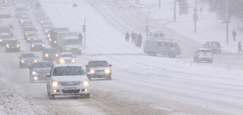 ГИБДД Удмуртии предупреждает водителей о снежных заносах на дороге