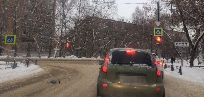 В Ижевске на улице Студенческой начал работать светофор