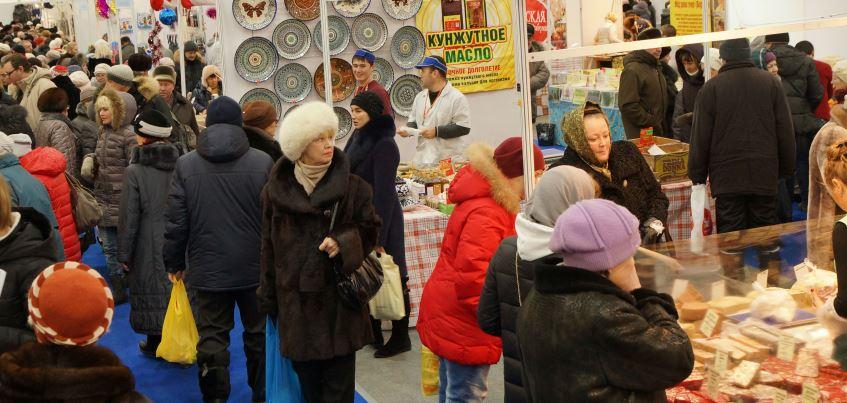 Ижевск готовится к праздникам: Новогодняя ярмарка на Центральной площади у кинотеатров работает все выходные