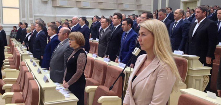 Внеочередная сессия Госсовета Удмуртии началась с минуты молчания