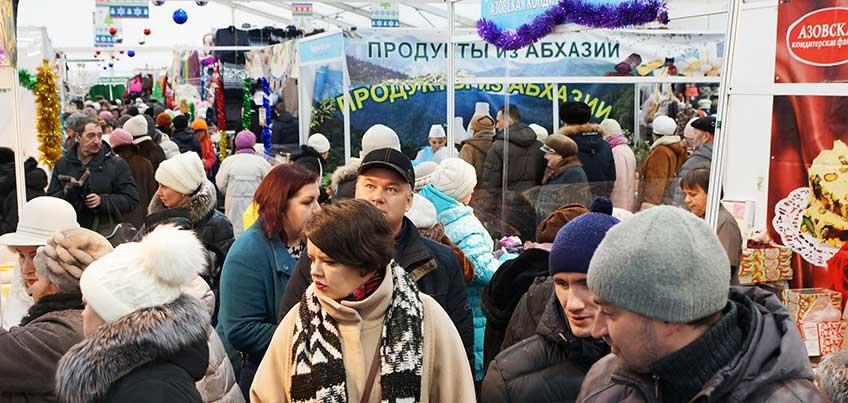 На Центральной площади Ижевска в двух павильонах у кинотеатров продолжается Новогодняя ярмарка