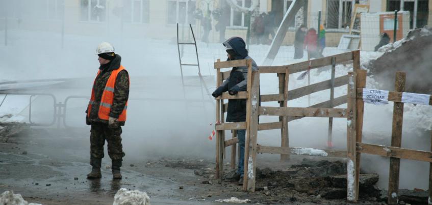 20 домов и школа в Ижевске остались без тепла из-за коммунальной аварии на улице Карла Маркса