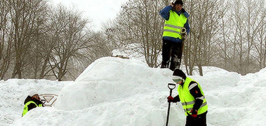 Должники Удмуртии по штрафам и алиментам построили снежный городок