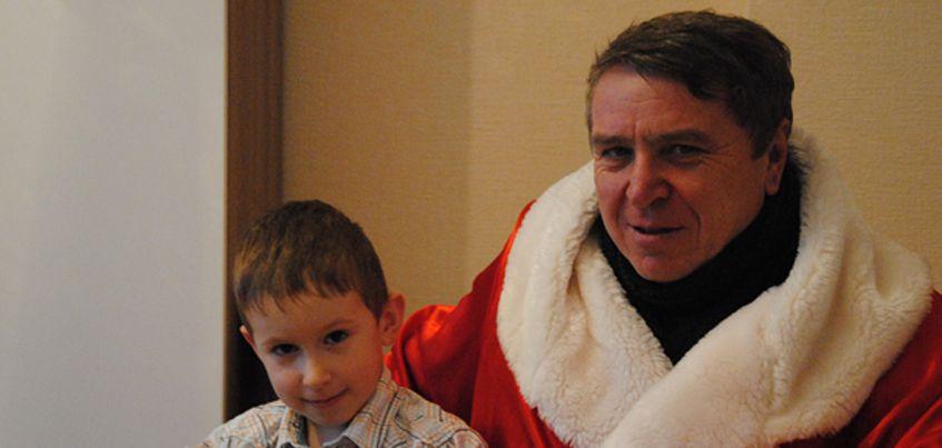 В Ижевске руководитель УК поздравил мальчика, который опустил новогоднее письмо в ящик для показаний счетчиков