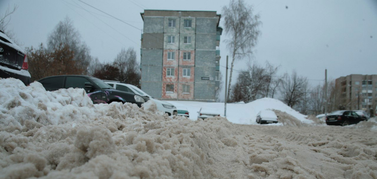Ижевчане сами взялись за уборку снега во дворах