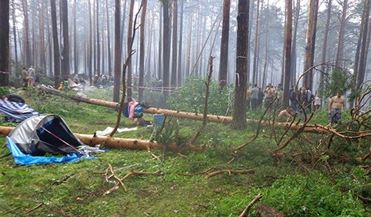 Три человека погибли и девять пострадали во время урагана в Челябинской области