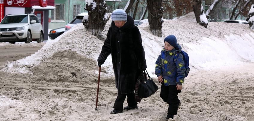 В Ижевске за ночь эвакуировали 17 машин, препятствующих уборке снега с улицы Холмогорова