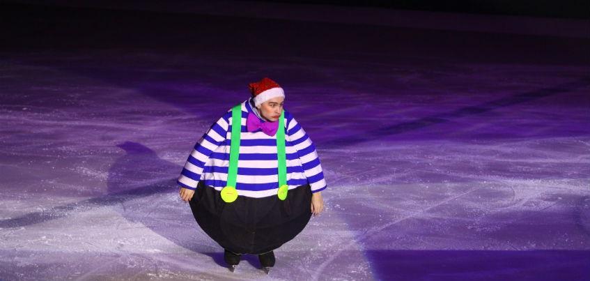Сложные трюки в воздухе и интерактивные декорации: в Ижевске с успехом прошел спектакль «Алиса в стране чудес на льду»