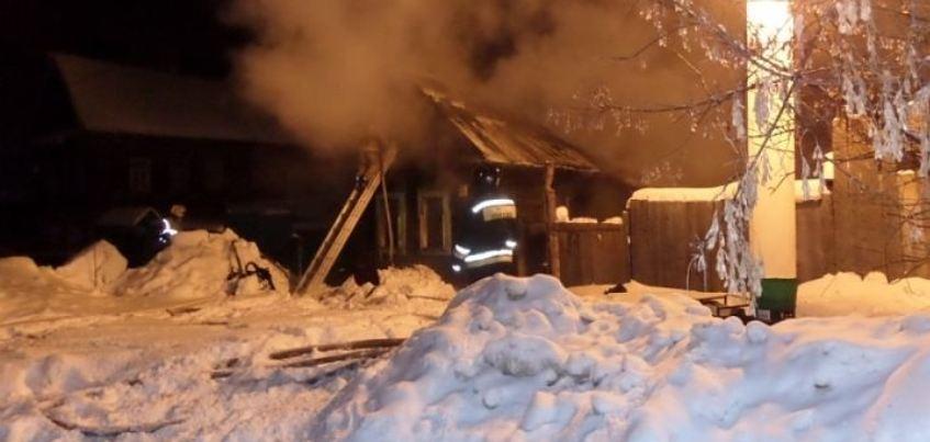 В Ижевске на улице Партизанской загорелся частный дом