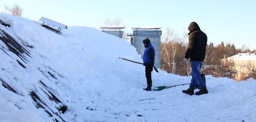 Госжилинспекция Удмуртии проверит, как УК убирают снег с крыш жилых домов