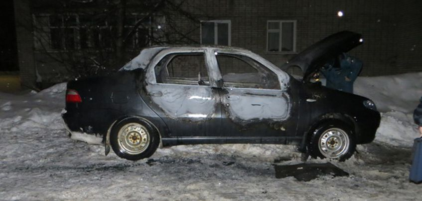 В Удмуртии задержали 26-летнего мужчину, которого подозревают в  поджоге автомобилей