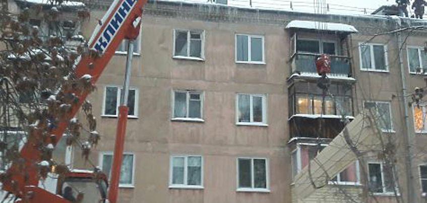 В Ижевске начался ремонт крыши, которая обрушилась в жилом доме в городке Металлургов