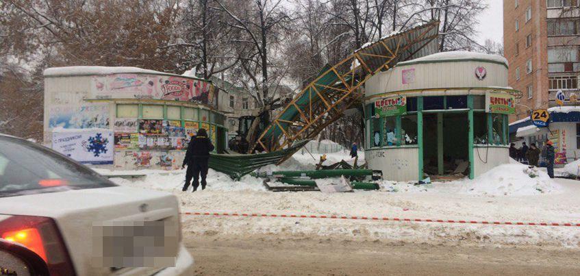 Фотофакт: В Ижевске снесли остановочный комплекс «Радиозавод»