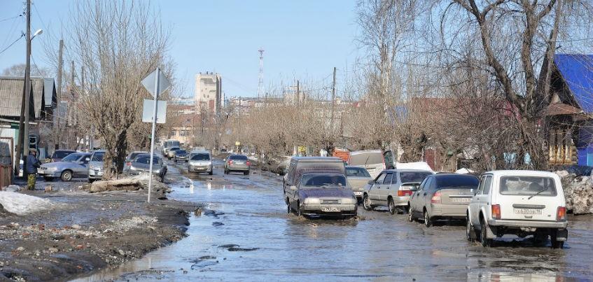 Дорожным службам Ижевска поручили вывоз снега с ул. Партизанская