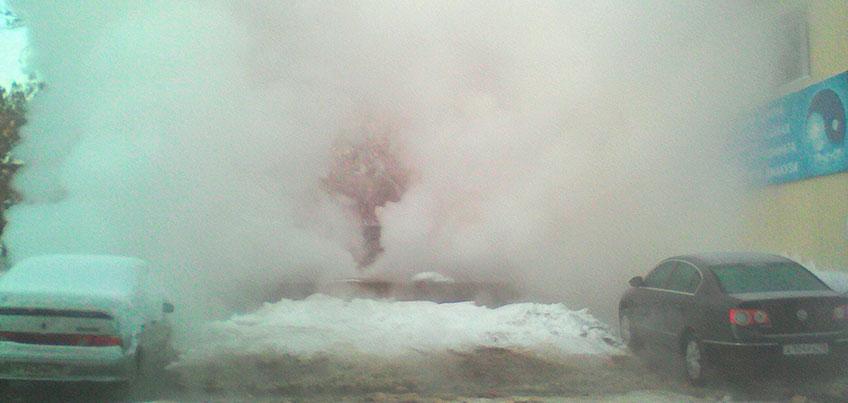 В Ижевске на улицах Воровского, Краева и Красногеройской произошли порывы на теплосетях