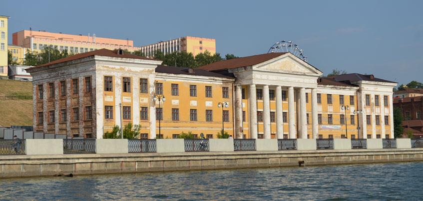 Здание индустриального техникума в Ижевске продадут «с молотка»